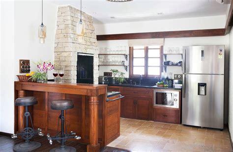 cozinhas  ficaram mais completas  um forno  lenha