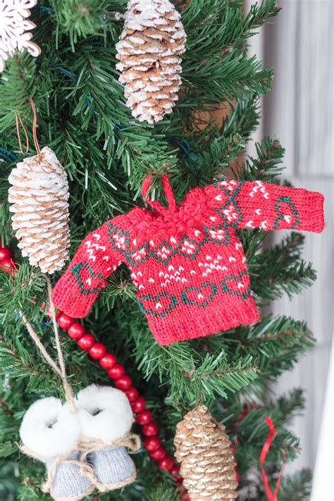 christmas door decorations  remind    cozy cabin