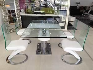 table salle a manger design en verre avec rallonges With salle À manger contemporaine avec table en verre avec rallonge