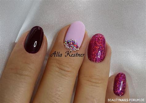 herbst nägel galerie nageldesign dunkelrot lila pink glitter und steine herbst