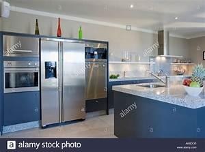 Edelstahl Kühlschrank Mit Gefrierfach : large american style stainless steel fridge freezer in stockfotos large american style ~ Eleganceandgraceweddings.com Haus und Dekorationen