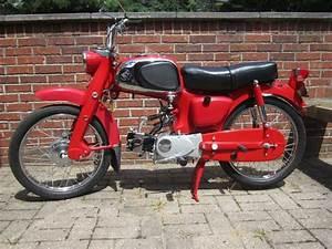 Moto Honda 50cc : 1963 red honda ca110 sport 50 4 speed vintage motorcycles honda motorcycles honda 50cc moped ~ Melissatoandfro.com Idées de Décoration