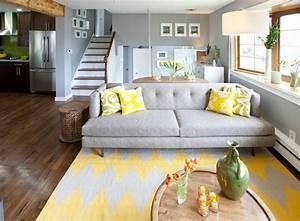 decoration interieur la combinaison gris et jaune le With tapis jaune avec canape charme d interieur