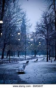 Mailand Im Winter : nacht landschaft mit sch nen b nke mit stra enlaterne in der nacht stockfoto bild 122047717 ~ Frokenaadalensverden.com Haus und Dekorationen