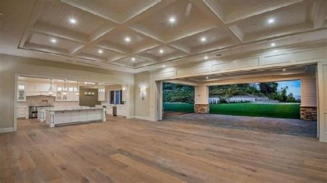 kylie jenner buys  fourth home   million mansion