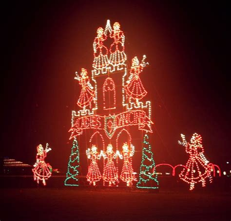 portland international speedway christmas lights cinnamon 39 s blog coon hound tales dog walk at portland