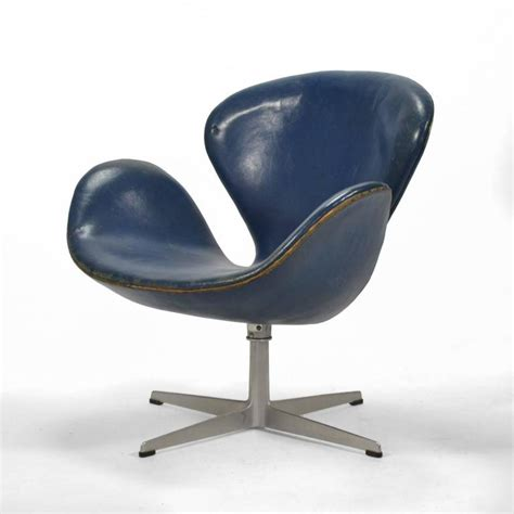 arne jacobsen swan chair in original blue leather by fritz