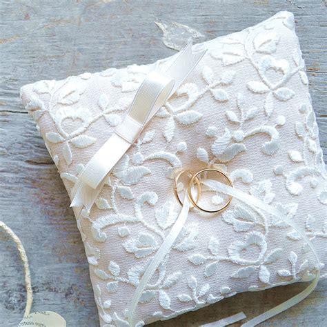 Cuscini Porta Fedi Nuziali - cuscino porta fedi in lino con ricamo la figurina shop
