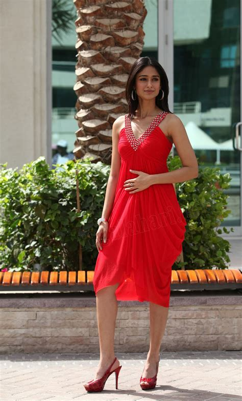 Actress Hot Ileana Hot In Red Color Midriff Dress