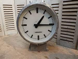 Horloge De Gare : horloge de gare double face lepaute ato madebymed fauteuil club restauration traditionnelle ~ Teatrodelosmanantiales.com Idées de Décoration