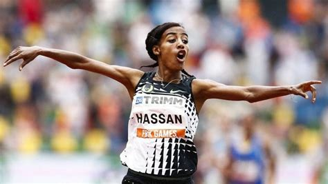 The dutch athlete sifan hassan has announced that she will make an audacious and historic assault on the 1500m, 5,000m and 10,000m treble at the tokyo olympics. Atletismo: Sifan Hassan bate el récord europeo de 10.000 metros de Paula Radcliffe
