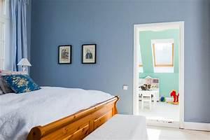 Wandfarbe Grau Schlafzimmer : wandfarbe blau grau anna von mangoldt ~ Markanthonyermac.com Haus und Dekorationen
