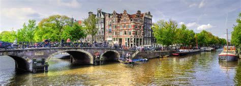dans le port d amsterdam tab week end amsterdam visiter amsterdam et ses canaux en v 233 lo