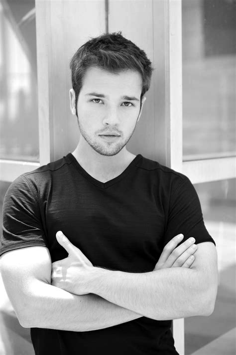 Icarly Star Nathan Kress To Walk Red Carpet With Local Kids Before Taking The Stage To Present