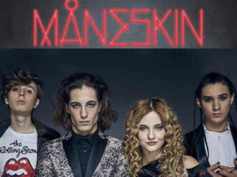I måneskin sono un gruppo pop rock italiano originario di roma e composto da damiano david (voce), victoria de angelis (basso), thomas raggi (chitarra) ed ethan torchio (batteria). Maneskin - Radio Bicocca