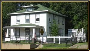 Clinton Childhood Home Museum