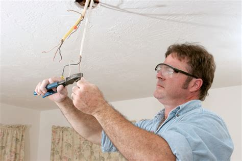 7 possible reasons why your ceiling fan stopped working