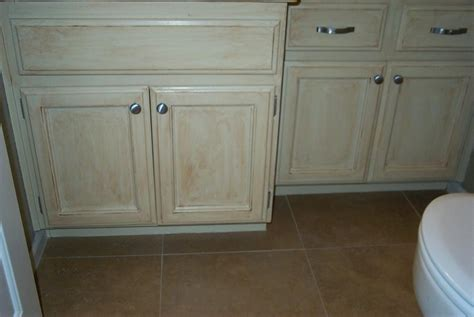 pictures of kitchens with brown cabinets glazed distressed cabinets photos 9116