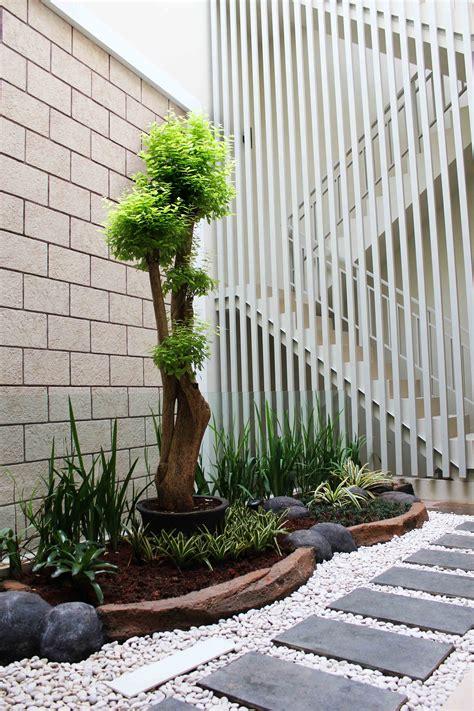 taman cantik  teras rumah minimalis modern