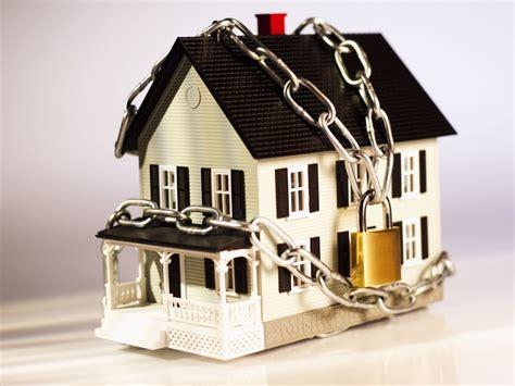 Наложение ареста на имущество должника ФССП - основания и имущество не подлежащее аресту