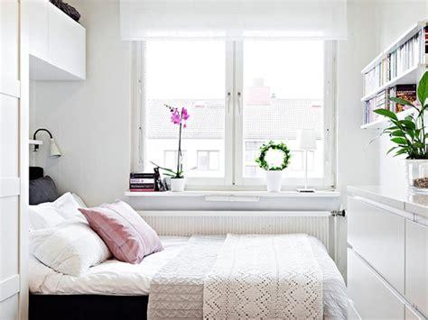 small white bedroom 10 quartos pequenos decorados para maximizar o espa 231 o 13356