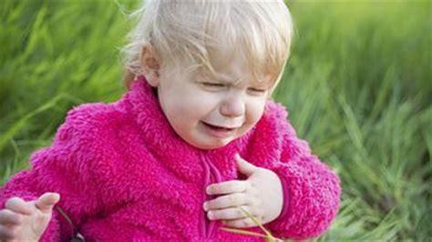 erste hilfe verschlucken erstickungsgefahr babyweltench