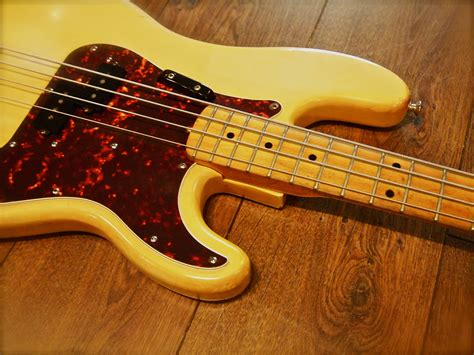 fender precision  cream bass  sale beat