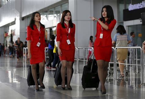 uniforms worn  stewardesses  malaysian airlines
