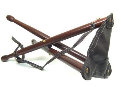 sgabello per piedi sgabello a seggiolino fulpa in legno a tre piedi