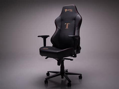 secretlab titan review a big gaming chair for big gaming