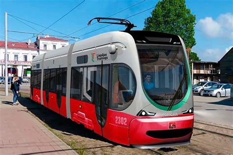 BB.lv: Liepājā piegādāts pirmais zemās grīdas tramvajs