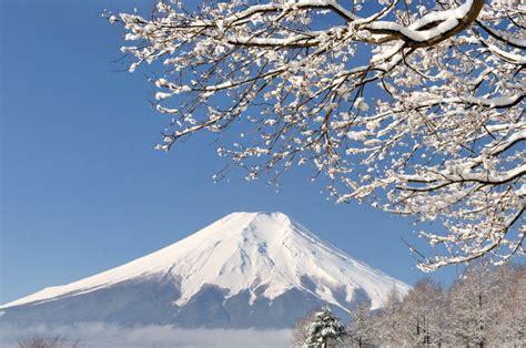 新しき 年 の 初め の 初春 の 今日 降る 雪 の いやし け 吉事