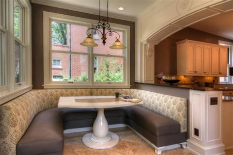 oversize kitchens    embrace snug eating area