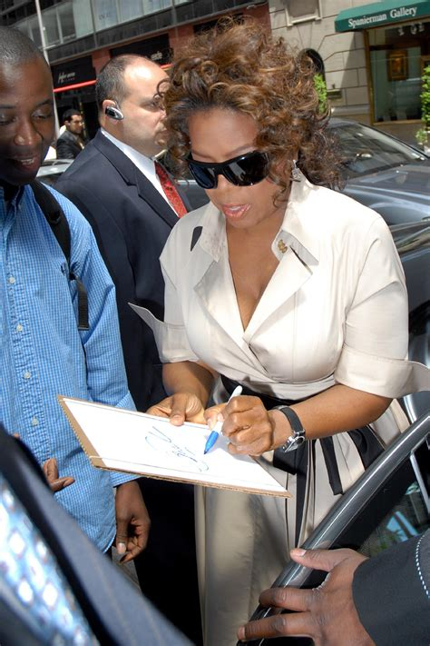 12 Celebrities That You Didn't Know Were Left-Handed