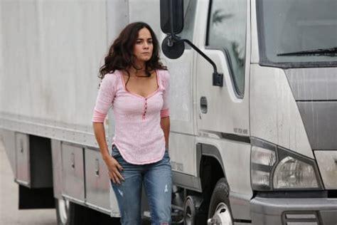 Queen of the South Season 1 Episode 3 Review: Estrategia ...