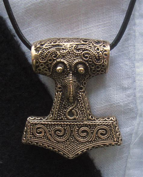 file amulet thor 39 s hammer copy of find from skåne 2010