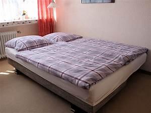 Bett Im Wohnzimmer : wohnzimmer bett ferienwohnung bradtke heikendorf ~ Lizthompson.info Haus und Dekorationen