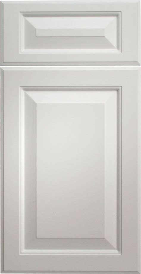Thermofoil Cabinet Doors Vs Laminate by A Classic Door Style Wellington In A Classic Color Snow