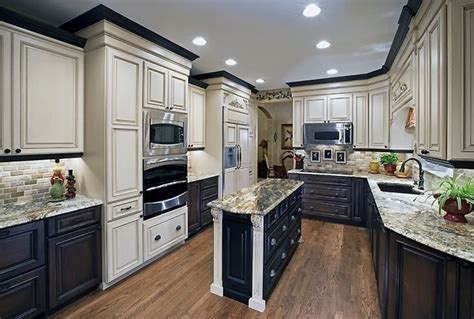 mixing colors   dramatic  traditional kitchen
