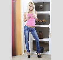 Anneli Super Cute Blonde Stripping Out Of Tight Jeans In High Heels Freakolla