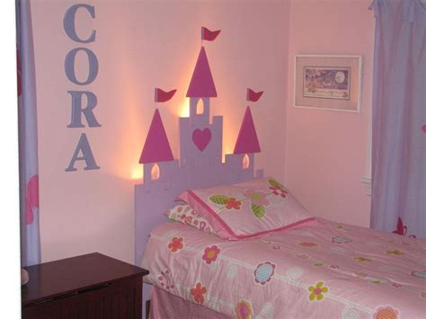 Prinzessin Kinderzimmer Gestalten by How To Create A Princess Bedroom On A Budget