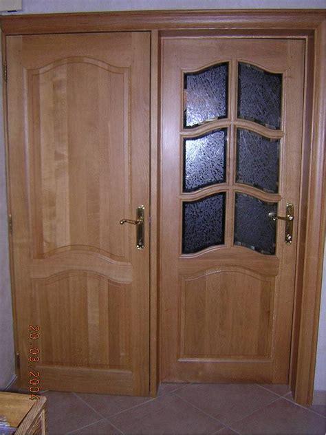 modele placard de cuisine en bois porte en bois massif idées de décoration et de mobilier