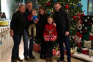 Coleen and Wayne Rooney meet patients at Alder Hey ...