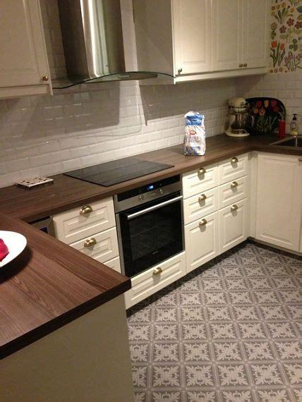cuisine carrelage blanc cuisine bobdyn d 39 ikea blanc cassé avec carrelage mural