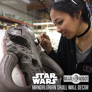 Spotlight - Mandalorian Skull Wall Decor - Regal Robot