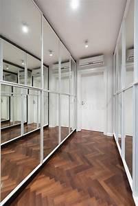 Porte De Couloir : int rieur moderne de couloir avec des portes de garde robe de miroir photo stock image du ~ Nature-et-papiers.com Idées de Décoration