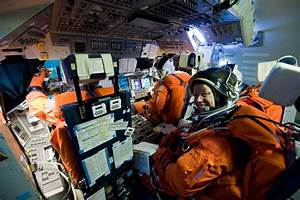 Sleeping Inside a Space Shuttle Astronauts - Pics about space