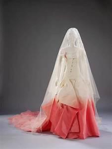 Gwen stefani39s wedding dress life matters abc radio for Gwen stefani wedding dress