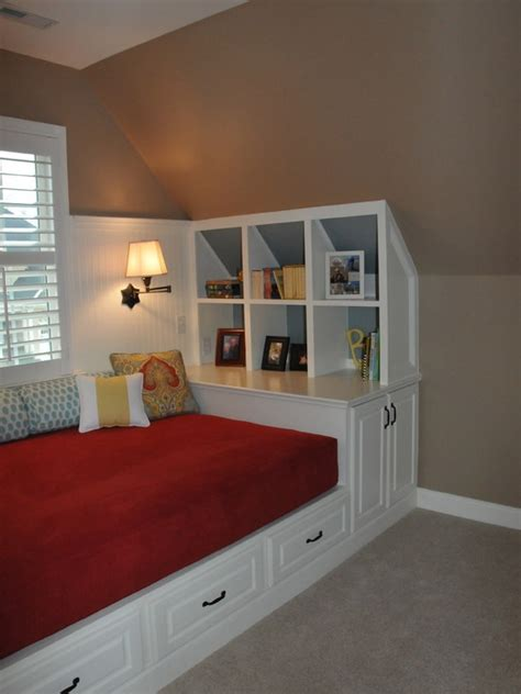 attic bedrooms with slanted walls 25 best ideas about slanted walls on rooms