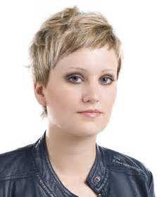 coupe de cheveux carrã court les cheveux courts font ils paraître maigre ou gros